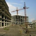 Строители после падения с пятого этажа госпитализированы