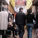 Половина казахстанцев покупают одежду на барахолке