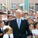 Назарбаев привез подарки школьникам Астаны