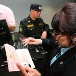 За долги от 700 тенге вводится запрет на выезд из Казахстана