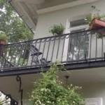 Демонтаж старых балконов в домах исторических районах Алматы