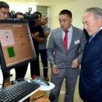 Президент Казахстана Нурсултан Назарбаев посетил инновационную выставку в КазНУ